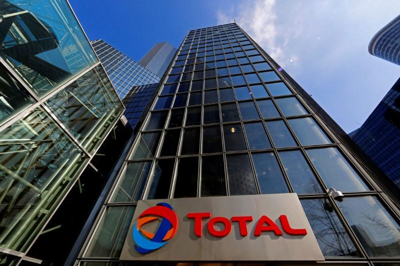 Citing U.S. assets, Total chief says would have to review Iran gas deal if new sanctions arose