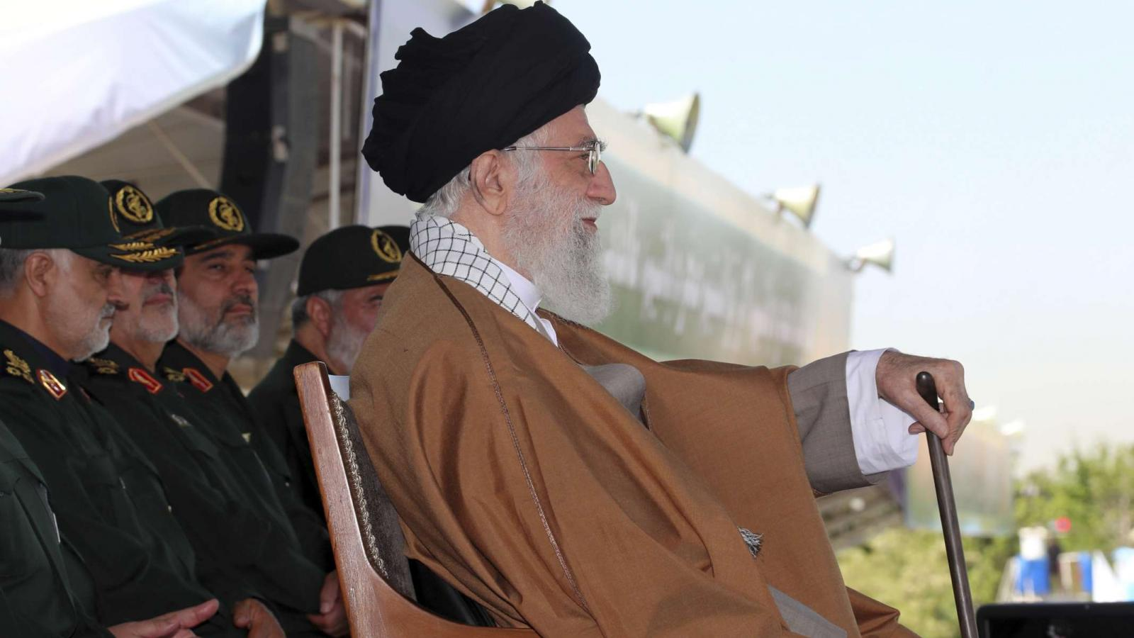 These are the signs that Iran's regime is close to crumbling