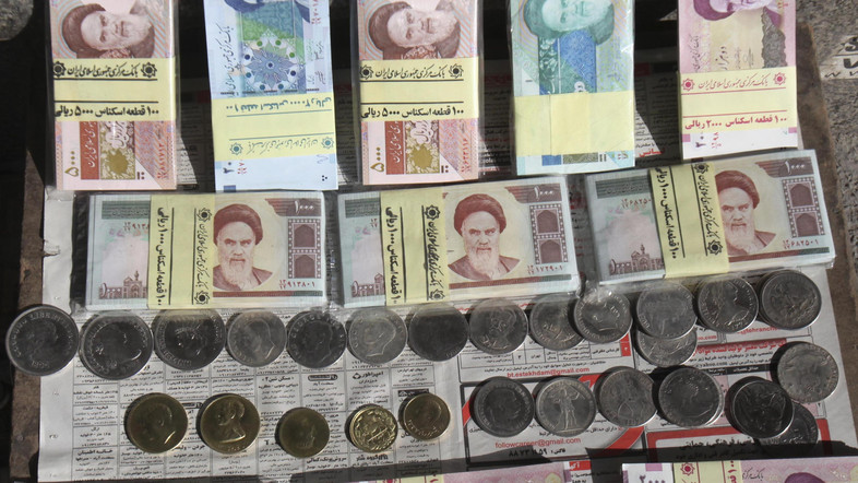 Would shaving off zeros from the national currency help the Iranian economy?