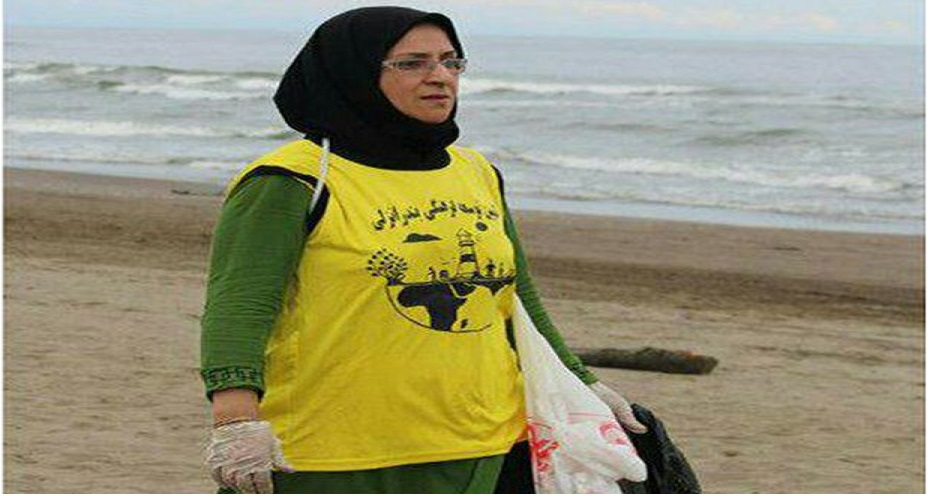 The Iranian woman who sold trash to bring libraries to her city