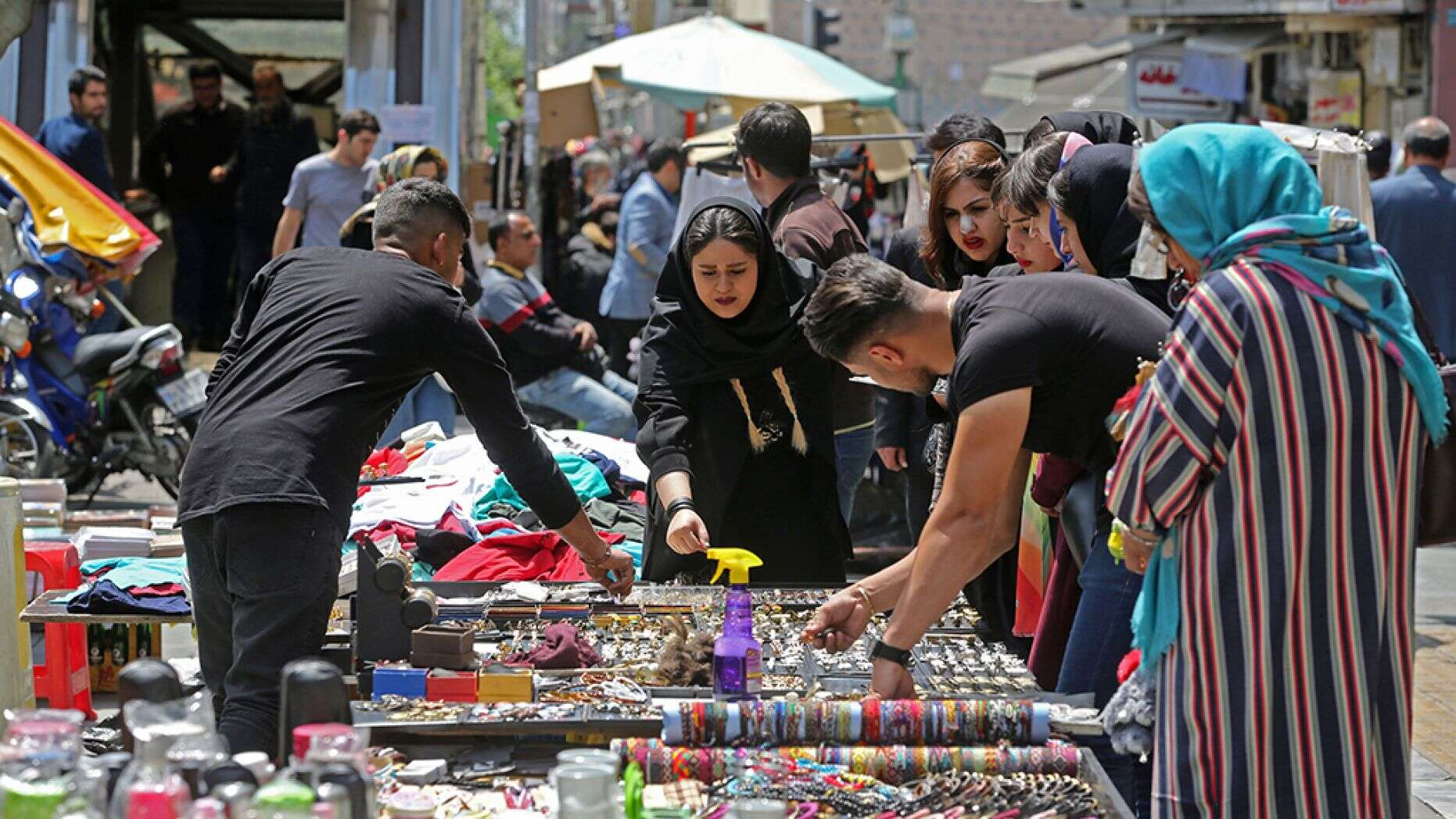 Facing war prospects, Iranians stockpile food