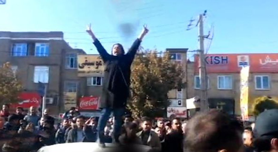 Iranians take to the streets to reject repression