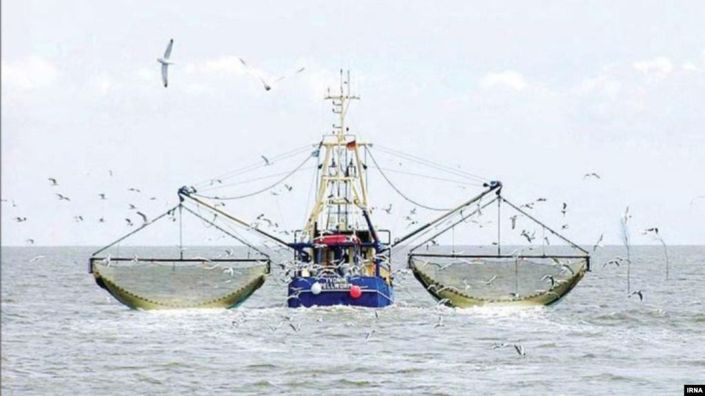 Chinese fishing trawlers cleaning out the Gulf, Iran daily reports