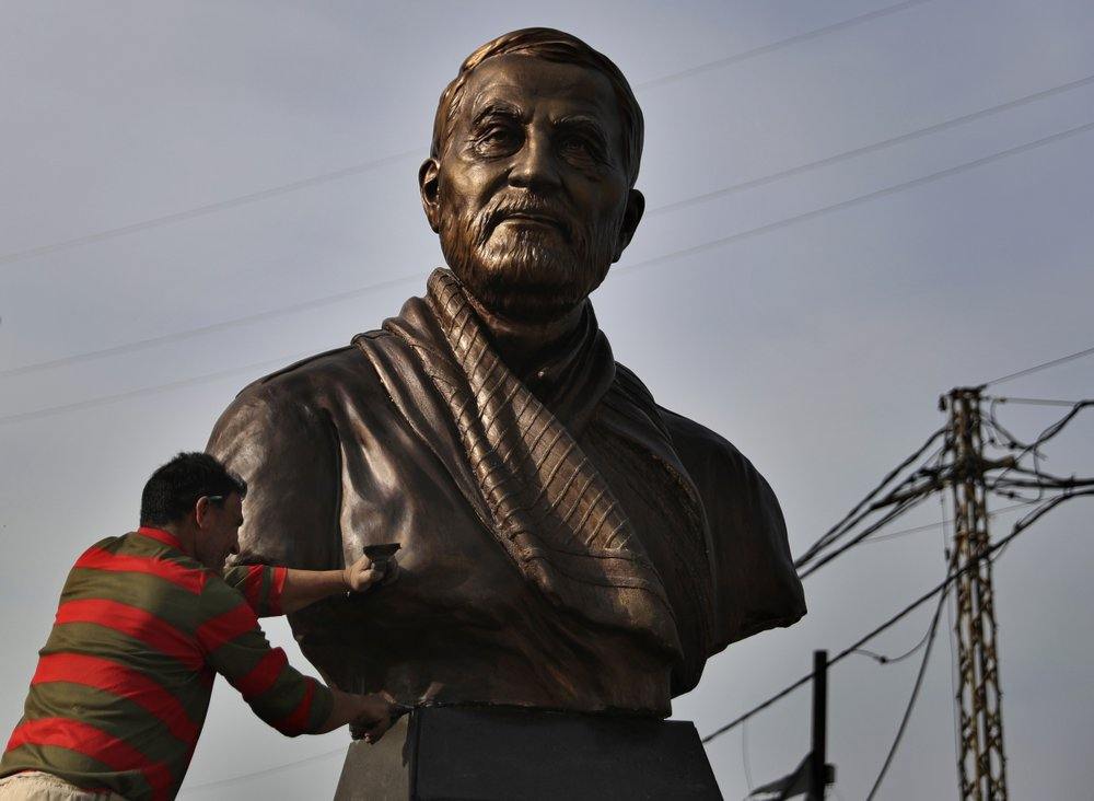 In Beirut, a bronze bust of Iran general sparks controversy